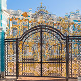 Χρυσά κάγκελα του παλατιού της Catherine, Tsarskoye Selo, ST Petersbur Στοκ Εικόνα
