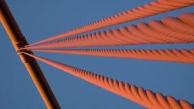 Χρυσά καλώδια γεφυρών πυλών Στοκ εικόνες με δικαίωμα ελεύθερης χρήσης