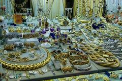 Χρυσά κοσμήματα στην προθήκη του καταστήματος σε Ponte Vecchio Στοκ φωτογραφίες με δικαίωμα ελεύθερης χρήσης