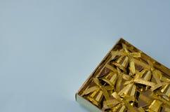 Χρυσά κουδούνια σε ένα μπλε υπόβαθρο στοκ εικόνα με δικαίωμα ελεύθερης χρήσης