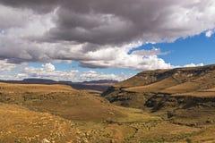 Χρυσά κρύα ξηρά βουνά χειμερινών τοπίων και Drakensberg Στοκ φωτογραφία με δικαίωμα ελεύθερης χρήσης
