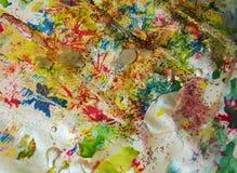 Χρυσά κόκκινα κέρινα σημεία, υπόβαθρο μορφών αντίθεσης στα χρώματα κρητιδογραφιών Στοκ Φωτογραφίες