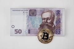 Χρυσά νόμισμα bitcoin και χρήματα της Ουκρανίας Στοκ Φωτογραφία