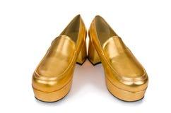 Χρυσά παπούτσια γυναικών που απομονώνονται στοκ φωτογραφία με δικαίωμα ελεύθερης χρήσης