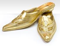 χρυσά παπούτσια Στοκ Εικόνες