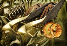 χρυσά παπούτσια womans Στοκ φωτογραφία με δικαίωμα ελεύθερης χρήσης