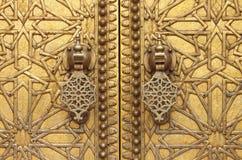 Χρυσά ρόπτρα πορτών Στοκ εικόνες με δικαίωμα ελεύθερης χρήσης
