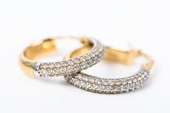 Χρυσά σκουλαρίκια με τα διαμάντια Στοκ Εικόνα