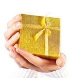χρυσά χέρια δώρων Στοκ εικόνα με δικαίωμα ελεύθερης χρήσης