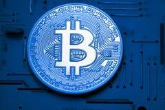Χρυσά χρήματα Bitcoin στον υπολογιστή Στοκ Φωτογραφίες