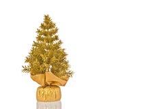 χρυσά Χριστούγεννα δέντρων Στοκ εικόνα με δικαίωμα ελεύθερης χρήσης