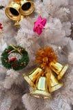Χρυσά Χριστούγεννα κουδουνιών στοκ φωτογραφία με δικαίωμα ελεύθερης χρήσης