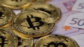 Χρυσά bitcoins και πεντακόσια ευρώ φιλμ μικρού μήκους
