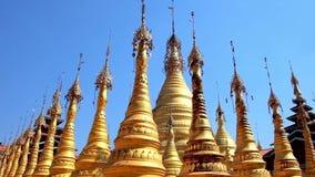 Χρυσά stupas σε Taunggyi, το Μιανμάρ απόθεμα βίντεο