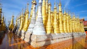 Χρυσά stupas του πανδοχείου Thein σύνθετο, το Μιανμάρ φιλμ μικρού μήκους