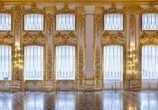 χρυσά Windows αιθουσών Στοκ Εικόνες