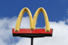 Χρυσές αψίδες McDonalds Στοκ φωτογραφία με δικαίωμα ελεύθερης χρήσης