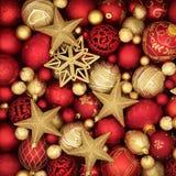 Χρυσές και κόκκινες διακοσμήσεις μπιχλιμπιδιών Στοκ φωτογραφία με δικαίωμα ελεύθερης χρήσης