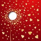 Χρυσές καρδιές στην κόκκινη ανασκόπηση. Αφηρημένο λουλούδι Στοκ Εικόνα