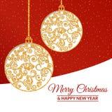 Χρυσές σφαίρες Χριστουγέννων που διακοσμούνται με ένα λεπτό σχέδιο Στοκ φωτογραφία με δικαίωμα ελεύθερης χρήσης