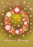 Χρυσές σφαίρες Χριστουγέννων στεφανιών ââof Στοκ Φωτογραφία