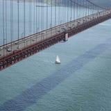 χρυσή έκταση πυλών γεφυρών Στοκ εικόνες με δικαίωμα ελεύθερης χρήσης