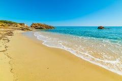 Χρυσή ακτή στην παραλία Santa Giusta Στοκ Φωτογραφία
