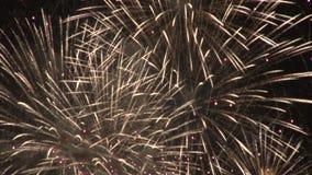 Χρυσή ανατίναξη πυροτεχνημάτων Sparkly απόθεμα βίντεο