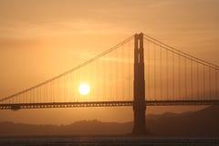 Χρυσή γέφυρα πυλών στο ηλιοβασίλεμα Στοκ Εικόνες