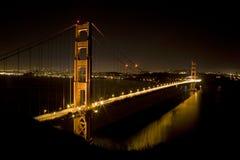Χρυσή γέφυρα πυλών τη νύχτα Στοκ Φωτογραφία