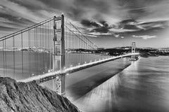 Χρυσή γέφυρα πυλών στην πόλη SAN Fracisco γραπτή Στοκ Φωτογραφίες