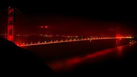 Χρυσή γέφυρα πυλών τη νύχτα Στοκ Εικόνα
