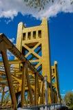 Χρυσή γέφυρα πύργων του Σακραμέντο Στοκ Εικόνες