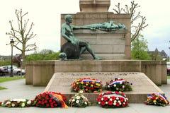 Χρυσή γυναίκα μνημείων Στοκ φωτογραφίες με δικαίωμα ελεύθερης χρήσης