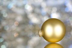 Χρυσή διακόσμηση στην ανασκόπηση glittery Στοκ Φωτογραφία