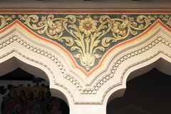 Χρυσή διακόσμηση στην εκκλησία τοίχων Στοκ Εικόνες