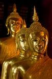 Χρυσή επικάλυψη τρία αγαλμάτων του Βούδα Στοκ φωτογραφία με δικαίωμα ελεύθερης χρήσης