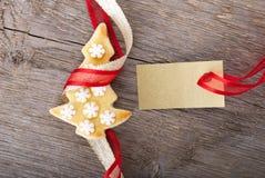 Χρυσή ετικέτα με το μπισκότο διαστήματος και Χριστουγέννων αντιγράφων Στοκ Εικόνες