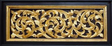 Χρυσή ζωγραφική τέχνης της Ταϊλάνδης σε ξύλινο στον ταϊλανδικό ναό Στοκ Φωτογραφίες