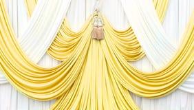 Χρυσή και άσπρη κουρτίνα στη σκηνή Στοκ Εικόνες