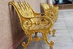 Χρυσή καρέκλα στο πάρκο Στοκ Εικόνες