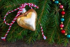 χρυσή καρδιά Χριστουγένν&omega Στοκ Εικόνα