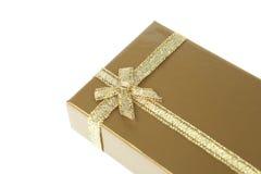 χρυσή κορδέλλα δώρων κιβ&omeg Στοκ εικόνα με δικαίωμα ελεύθερης χρήσης
