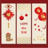 Χρυσή κόκκινη κινεζική κάρτα με το σκυλί, το κουτάβι, το λουλούδι, το χτύπημα και το φανάρι chi ελεύθερη απεικόνιση δικαιώματος