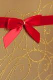 χρυσή κόκκινη κορδέλλα δ&eps Στοκ εικόνα με δικαίωμα ελεύθερης χρήσης