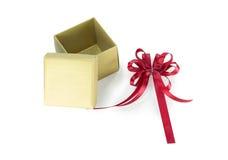 χρυσή κόκκινη κορδέλλα δώ&rh Στοκ φωτογραφίες με δικαίωμα ελεύθερης χρήσης