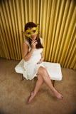 χρυσή μάσκα έγκυος στοκ φωτογραφίες