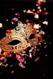 Χρυσή μάσκα καρναβαλιού Στοκ Εικόνες