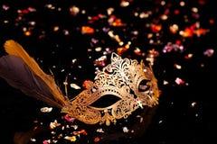 Χρυσή μάσκα καρναβαλιού Στοκ φωτογραφία με δικαίωμα ελεύθερης χρήσης