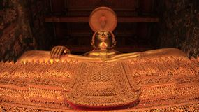 Χρυσή μεγάλη τέχνη και γλυπτό Ταϊλανδός του Βούδα Στοκ φωτογραφία με δικαίωμα ελεύθερης χρήσης